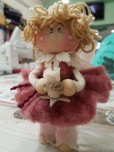 bambola di lana cardata